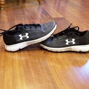 Women's UA speedform shoes